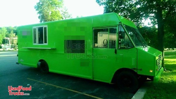 Diesel Chevrolet P30 Step Van Kitchen Food Truck / Used Mobile Kitchen Unit.