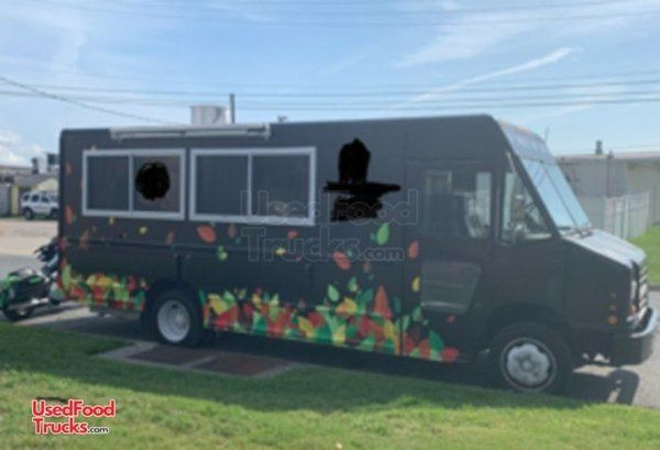 Fully-Loaded 2004 Diesel 26' Freightliner MT45 Food Truck Kitchen on Wheels.