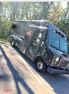 2007 Ford Utilimaster Food Truck / Kitchen on Wheels Shape.