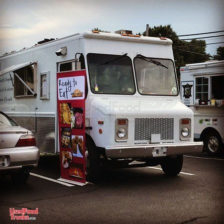 Very Reliable 2000 Workhorse 18' Diesel Step Van Kitchen Food Truck.