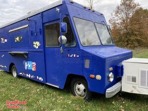 Used 24' Chevrolet P30 Food Truck with Brand New Kitchen.