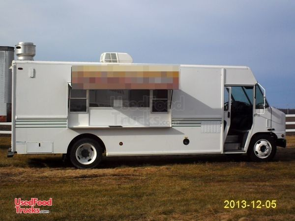 Fully-Loaded 2005 20' International Diesel Step Van Kitchen Food Truck.