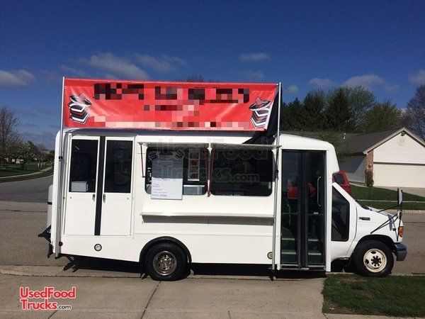 Ready to Use Ford 25' Kitchen Food Truck / Used Mobile Food Unit.