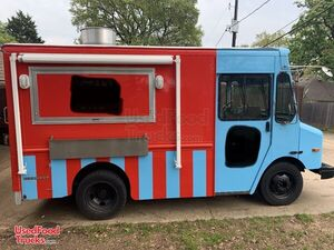 2003 GMC Workhorse 18' P42 Diesel Donut & Coffee Truck/Multi-Use Food Truck.