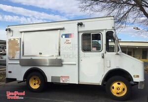 18.5' Chevrolet P30 Diesel Step Van Food Truck / Used Mobile Kitchen.