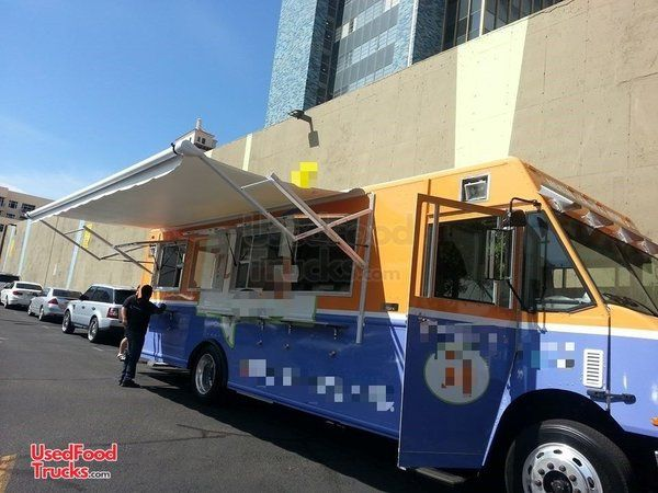 2014 Freightliner MT 55 food Truck Used Commercial Mobile Kitchen Food Truck.