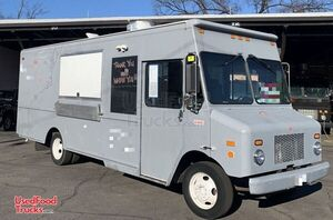 2007 - 29' Workhorse W42 Loaded Mobile Kitchen Barbecue Food Truck.
