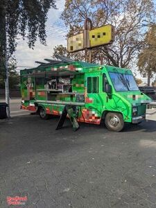 2000 Workhorse 30' Food Truck / Ready to Use Mobile Kitchen.