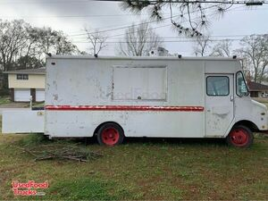 26' Chevrolet P30 Diesel Food Truck / Used Mobile Kitchen.
