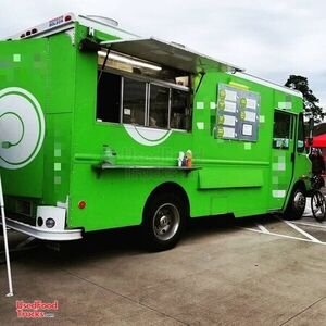 2006 - 16' Workhorse W42 Mobile Kitchen Food Truck / Restaurant on Wheels.