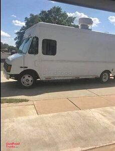 2001 Workhorse Mobile Kitchen Food Truck with Restaurant-Grade Equipment.