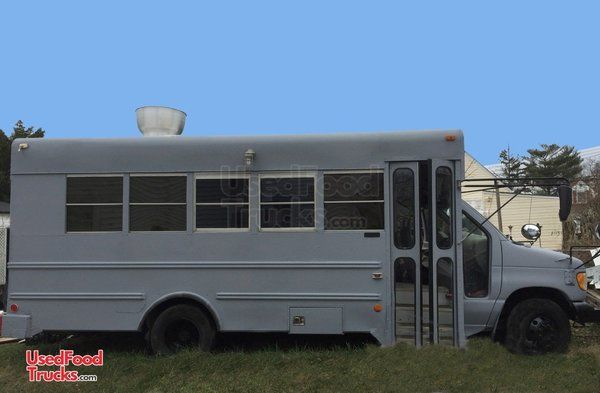 2000 Ford Kitchen Food Truck Bus / Used Kitchen on Wheels.