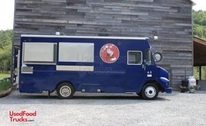 2001 - 25' Freightliner Diesel Food Truck / Loaded Mobile Kitchen.