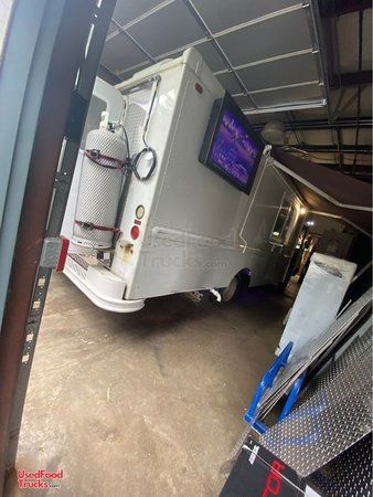 2002 - 24' Ford Fully Loaded Step Van Food Truck w/  Commercial Kitchen.