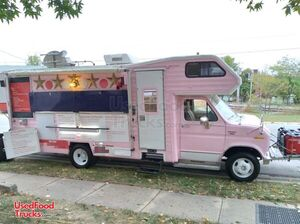Low Mileage 22' Ford Leprechaun Mobile Kitchen Food Truck.