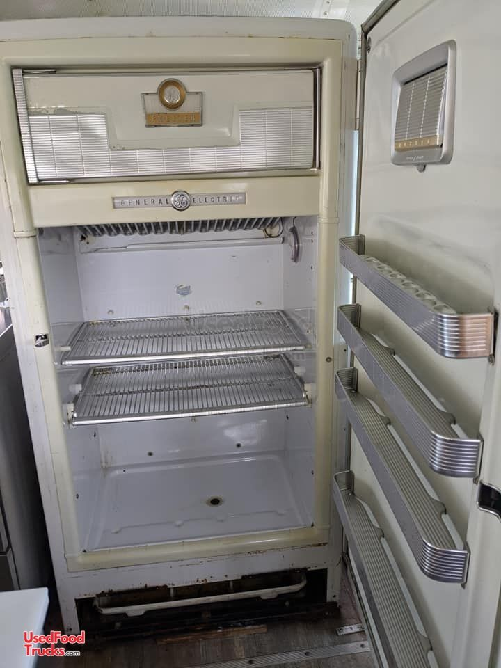 2003 International 38 Barbecue And All Purpose Food Bus