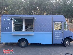 Fully Equipped 2005 Workhorse Coffee Truck / Turnkey Coffee Shop on Wheels.