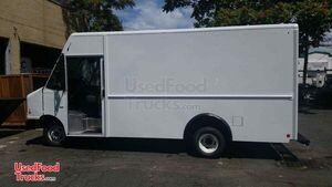 2015 Ford E450 14' Stepvan Kitchen Food Truck/Mobile Food Unit.