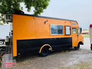 Ready to Serve Used GMC P3500 Step Van All-Purpose Food Truck.