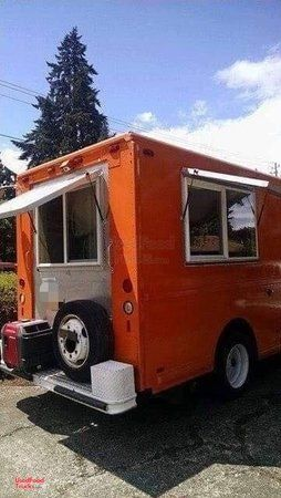 Freightliner Diesel Step Van Kitchen Food Truck with Restaurant-Grade Equipment.