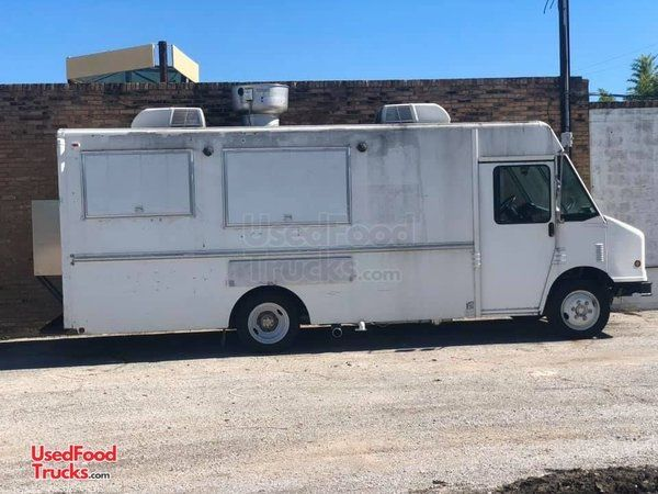 Very Clean 2001 Freightliner MT35 Step Van Kitchen Food Truck w/ Buckeye Pro Fire.