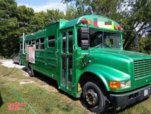 Ready to Cook Used 1996 International 18' All-Purpose Food Bus Truck / Bustaurant.