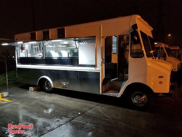 Loaded Turnkey Chevrolet P30 Food Truck / Mobile Kitchen.