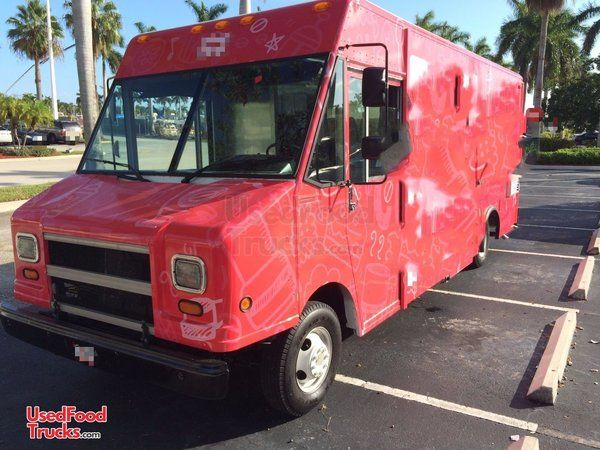 Chevrolet P30 Step Van Kitchen Food Truck / Used Beverage Truck.