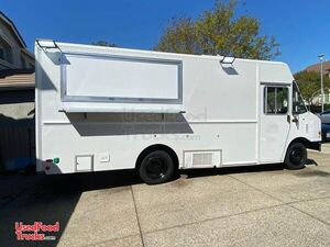 2007 18' Workhorse Utilimaster W42 Insignia Approved Kitchen Food Truck.
