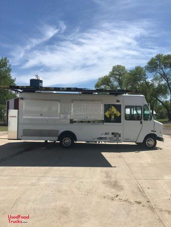 Professional Ford F450 Step Van Heavy Duty Mobile Kitchen Food Truck.