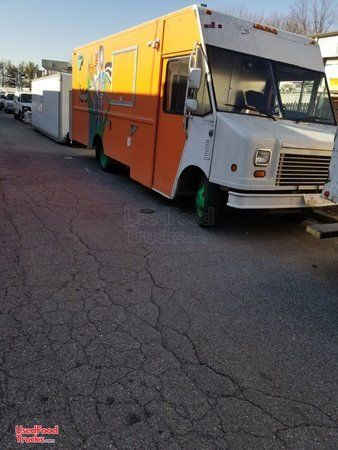 Lightly Used 2005 Chevy WorkHorse 18' Stepvan Kitchen Food Truck.