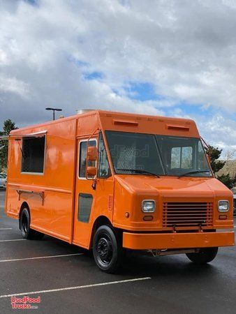 Nicely Equipped 2008 Workhorse Step Van Kitchen Food Truck.