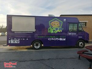 2006 - 26' Chevrolet Workhorse Mobile Kitchen Food Truck.