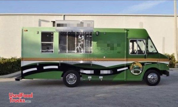 2007 - 25' Ford Workhorse Diesel Food Truck / Loaded Mobile Kitchen.