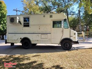 20' Chevrolet P30 Step Van Mobile Kitchen Food Truck.