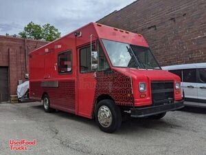 2000 25.2' Freightliner MT35 Diesel Food Truck / Used Mobile Kitchen.