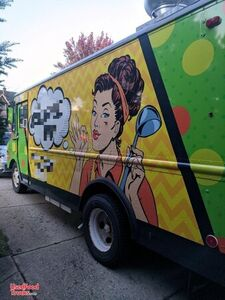 22' P30 Grumman Eye-Catching Mobile Kitchen Food Truck.