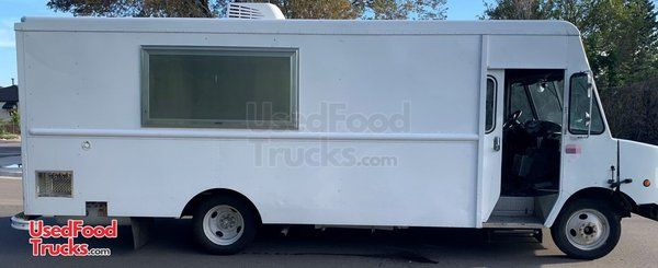 2003 Workhorse 26' Step Van Pizza Food Truck with New Interior.
