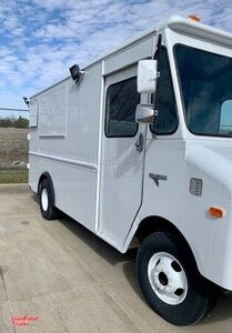 25' Chevrolet P30 Step Food Truck with 2019 Commercial Kitchen Build-Out.